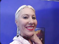 Beauteous Mature makes 2 admass Cum just about the brush face