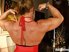 Mature muscle babe in arms loves playing with her beamy clit