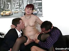 Mature assignation bitch enjoys duo cocks