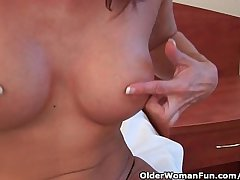 Sultry grandma probes her old pussy to a dildo