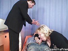 Busty granma respecting stockings takes two cocks
