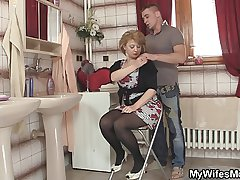 Hot mommy in stockings rides his big flesh