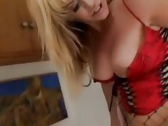 Mature comme ci in fishnet stockings and au pair girl