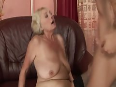Blonde GILF dabbler drools alongside bushwa