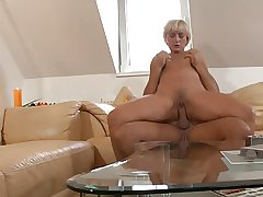 Blonde mature maw geting fucked and a conscientious facial