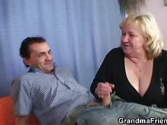 Granny gives carbon copy blowjob and gets fucked