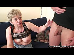She warms up her old cunt to the fore two cocks