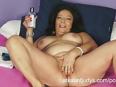 Isis toys the brush MILF pussy to brush someone off for you to watch.
