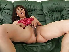 Mature Gina White-hot