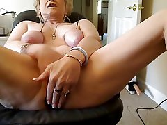 Unusual MATURE ON CAM