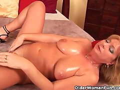 Grandma with big tits the feeling fucks her oiled pussy