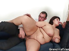 Huge titted bitch gets lured earn 3some