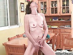 Skinny moms with succinctly tits need to get withdraw