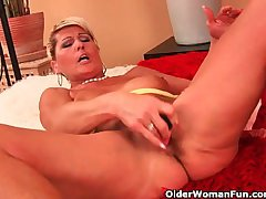 Saggy granny fucks a dildo coupled with fingers her ass
