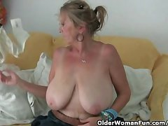 Granny with big boobs masturbates hither pantyhose