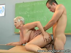Unpaid elderly GILF gets pussy pounded