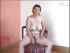 Chunky tit granny puts on a show for YOU