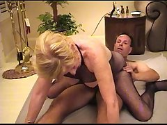 Mature whore serves a buyer