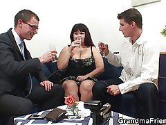 Four dudes share huge titted mommy