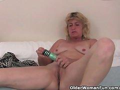 Granny in fervency finger fucks her old pussy