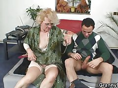 Naughty grandma gives up her elderly cunt