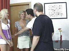 Blonde bird involved earn 3some with his olds