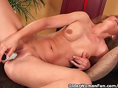 Doyen Woman With Small Breasts Together with Hot Body Masturbates