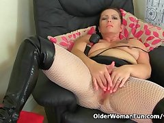 British milf Sam works her clit with a prominent vibrator