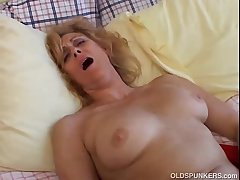 Mature amateur loves not far from cum