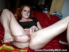 Halt my MILfs botheration with the addition of shaved pussy - MILF porn