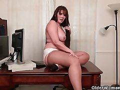 American milfs Lauren plus Kelli film over missing their pantyhose