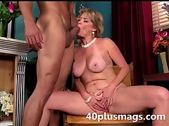 blonde mature belle ready to posture