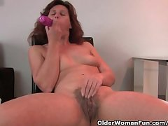 Granny In Lust Fucks Their way Hairy And Bloated Pussy Relating to A Dildo