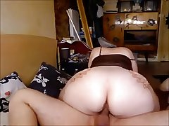 Mature With a Beamy Booty Rides a Dick