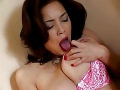 Japanese grown-up fingers the brush pussy (uncensored)