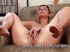 Sexy Alana Luv fingers her full-grown wet pussy