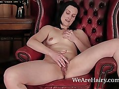 Hairy Emily Marshall does the brush tricky video