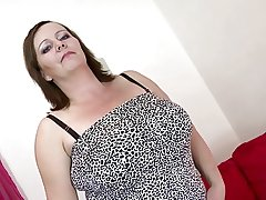 Sexy mature mom with big boobs and big mating hunger