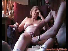 Mature MILF shacking up the brush hubby - CheckMyMILF.com