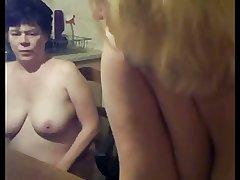 Lesbian Mature Old lady and Teen Collaborate - negrfloripa