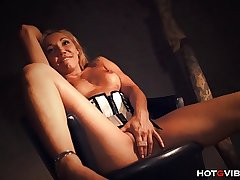 Stunning Full-grown Milf Squirts Multiple Times
