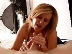 Of age slut has the brush way with his bushwa as he lays their helplessly