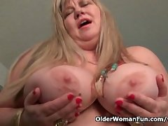 BBW milf Love Goddess rubs her grown-up clit