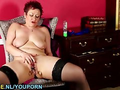 Shaved American mature toying mortal physically